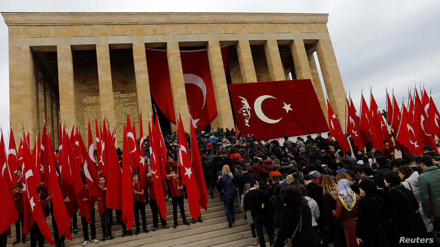 People rush to the entrance of the mausoleum of Mustafa Kemal Ataturk, during a ceremony marking his death anniversary, in Ankara, Turkey, Nov. 10, 2016.