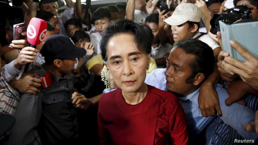 Myanmar's National League for Democracy (NLD) party leader Aung San Suu Kyi arrives to cast her ballot during the general election in Yangon November 8, 2015. Voting began on Sunday in Myanmar's first free nationwide election in 25 years, the Southea