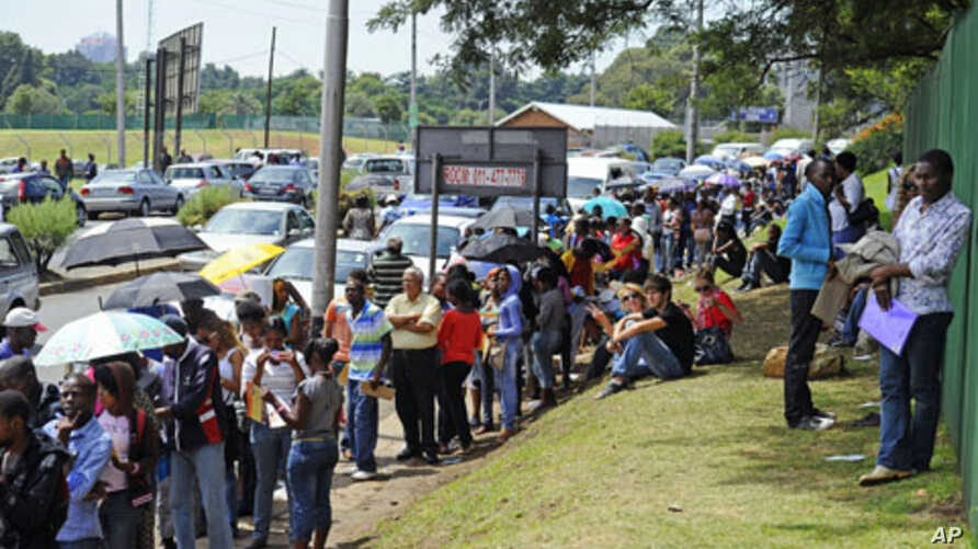 Students line up outside the University of Johannesburg to register for this year's studies, January 10, 2012.