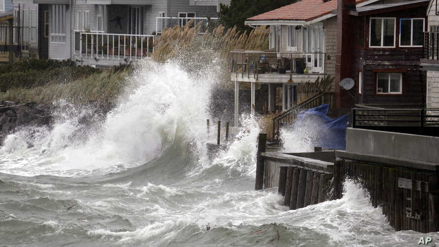 Wind-blown waves batter houses in Seattle, Washington, Nov. 17, 2015.