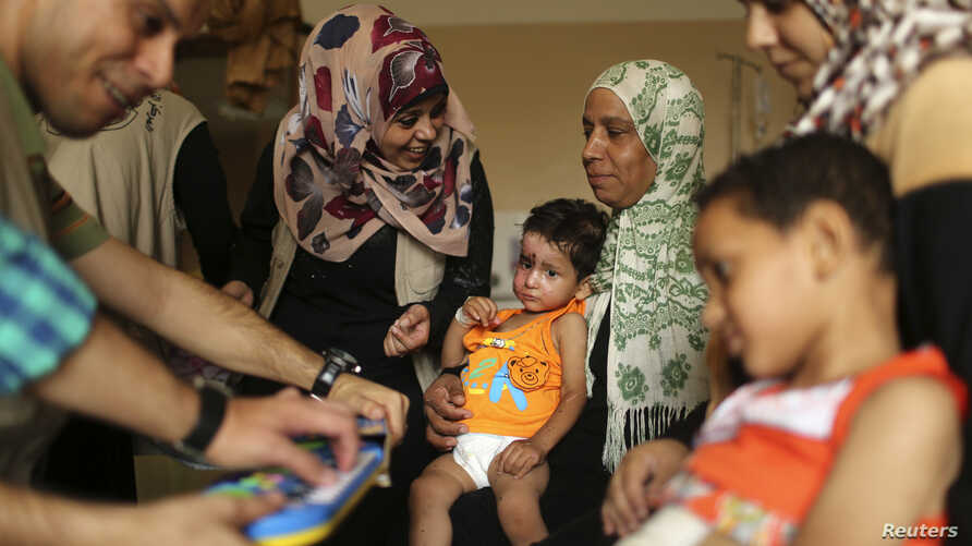 Mohammed Wahdan, wounded in Israeli shelling, receives psychological care at Shifa hospital in Gaza City ,August 14, 2014.