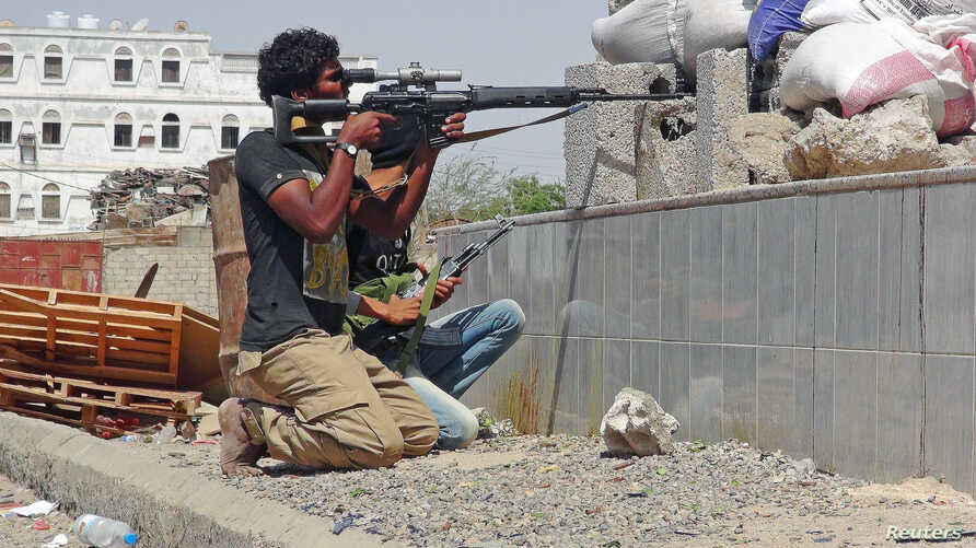 A member of the Southern Resistance Committees aims his sniper weapon during clashes with Houthi fighters in Yemen's southern city of Aden, April 24, 2015.
