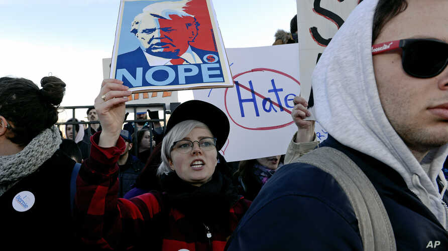 Protesters march in Chicago before a rally with Republican presidential candidate Donald Trump at the University of Illinois-Chicago, March 11, 2016.