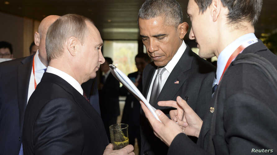 U.S. President Barack Obama (2nd R) talks to his Russian counterpart Vladimir Putin (L, front) during the Asia Pacific Economic Cooperation (APEC) Summit in Beijing, Nov. 11, 2014.