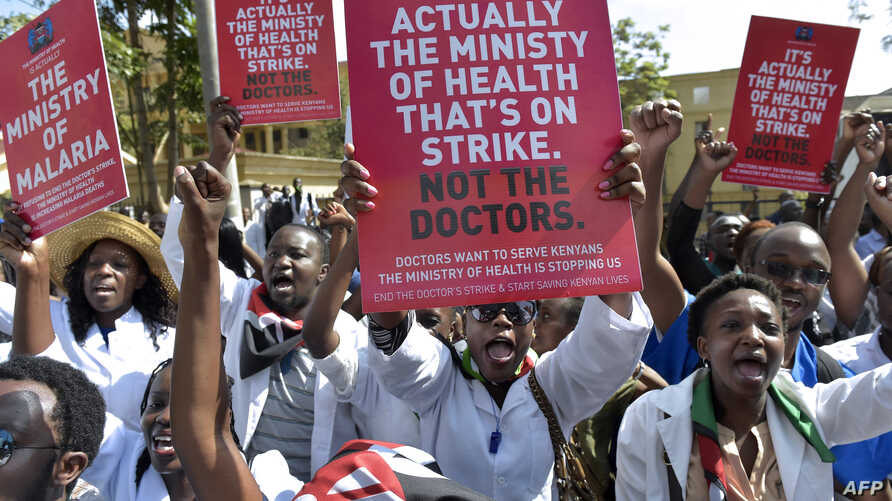 Kenyan doctors shout slogans and hold placards outside a Nairobi court, Jan. 26, 2017, as they awaited for their union officials to come out.