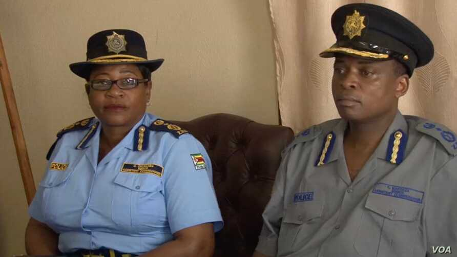Zimbabwe police spokesperson, Charity Charamba (left) and Erasmus Makodza the head of the new election command within Zimbabwe's police force (right), speaking to reporters in Harare, Apr. 23, 2018.