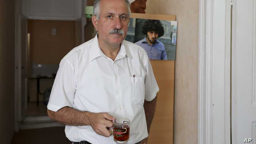 In this photo taken on July 23, 2015, Mehman Aliyev, the Turan news agency's director poses for a photo in the Turan news agency's office in Baku, Azerbaijan. A court in Azerbaijan on Aug. 25, 2017, ordered to arrest Aliyev for three months pending a