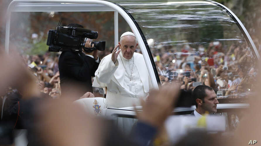 Pope Francis waves to the crowd from his popemobile as it moves through Central Park in New York, Sept. 25, 2015.