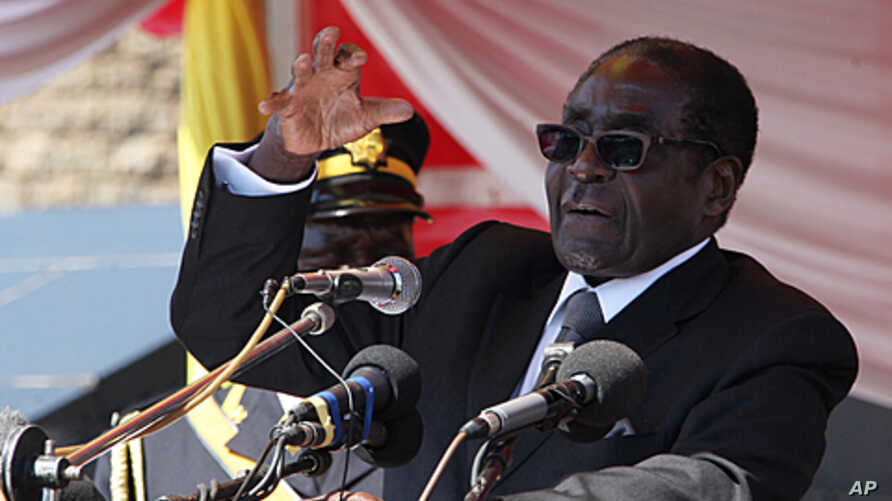 Zimbabwean President Robert Mugabe delivers a speech at the burial of a liberation war hero, Andrew Muntanga, in Harare, July, 20, 2011 (file photo)