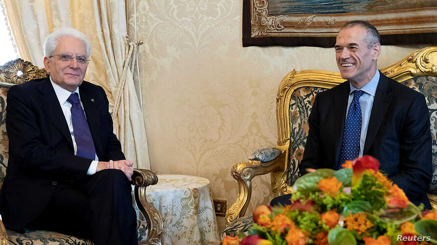 Former senior International Monetary Fund (IMF) official Carlo Cottarelli meets the Italian President Sergio Mattarella at the Quirinal Palace in Rome, Italy, May 28, 2018. (Italian Presidential Press Office)