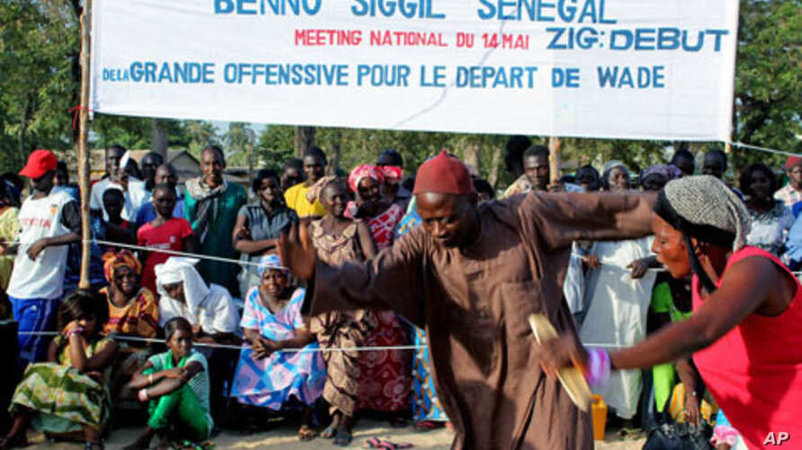 Crowds watch two dancers at an opposition rally in Ziguinchor, the regional capital of Senegal's southern Casamance province on Saturday, May 14