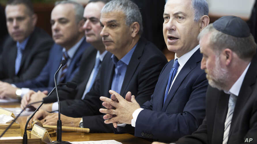 Israel's Prime Minister Benjamin Netanyahu, second right, chairs the weekly cabinet meeting in Jerusalem, Dec. 6, 2015.