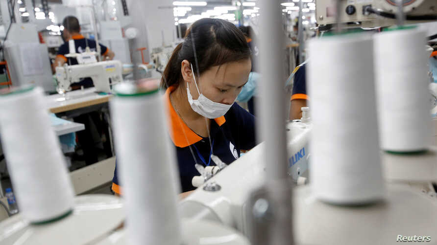 Labourers work at TAL Apparel Vietnam Garments factory in Vinh Phuc province RTX2POCT