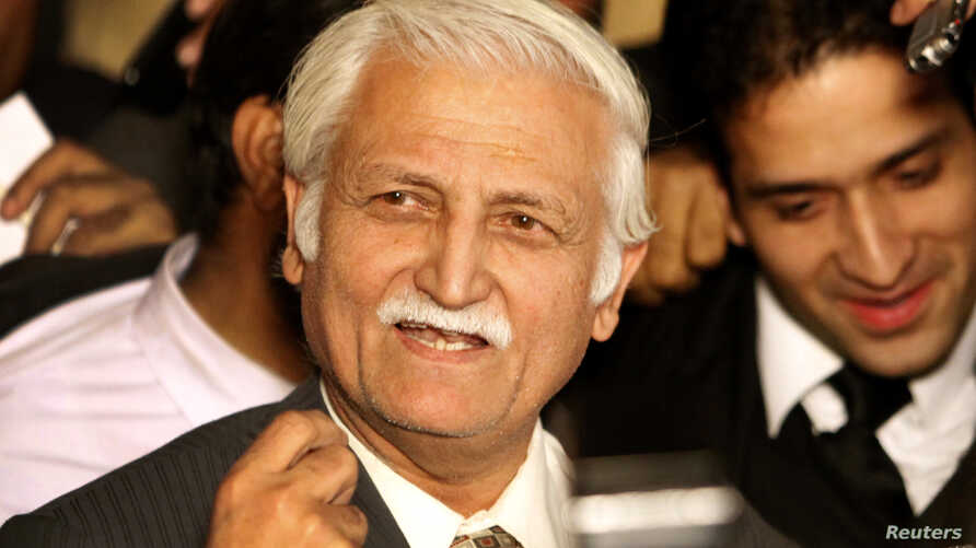 Farhatullah Babar speaks to the media outside the supreme court  building in Islamabad Dec. 16, 2009.