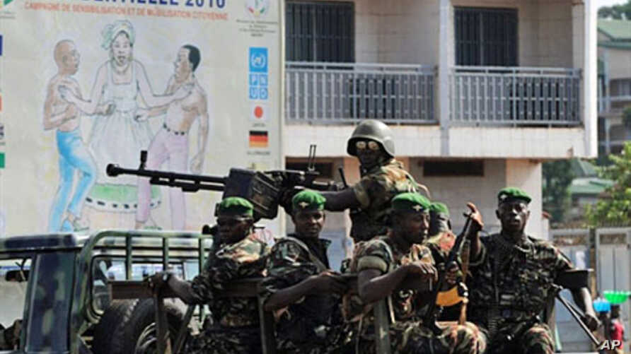 Guinea's army patrol in Ratoma, a suburb of Conakry, on 18 Nov 2010  after Guinea was placed under a state of emergency