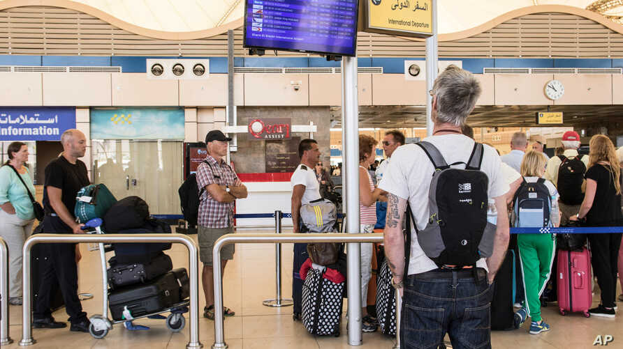 A British tourist looks at a flight information panel at the airport of Sharm el-Sheikh, Egypt, Nov. 7, 2015.