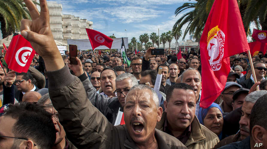Hundreds of Tunisian public-sector workers demonstrate after failing to reach a wage agreement with the government, Nov.22, 2018 in Tunis.