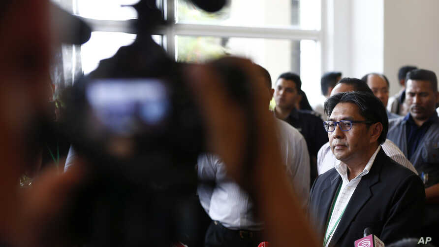 Malaysian Department of Civil Aviation, Azharuddin Abdul Rahman (R) speaks to the media after a closed door meeting with relatives of passengers on board the missing Malaysia Airlines flight MH370 at a hotel in Bangi, Malaysia, April 2, 2014.