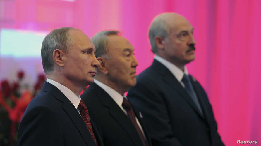Russian President Vladimir Putin (L), Kazakh President Nursultan Nazarbayev (C) and Belarus President Alexander Lukashenko stand for a photograph before a meeting of the Eurasian Economic Union in Astana, May 29, 2014.