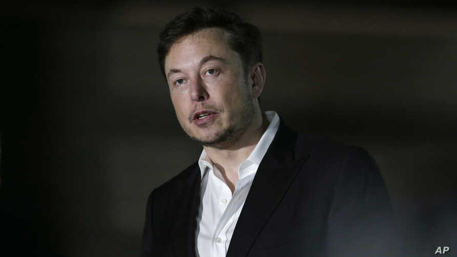 FILE-Tesla CEO and founder of the Boring Company Elon Musk speaks at a news conference in Chicago, June 14, 2018.