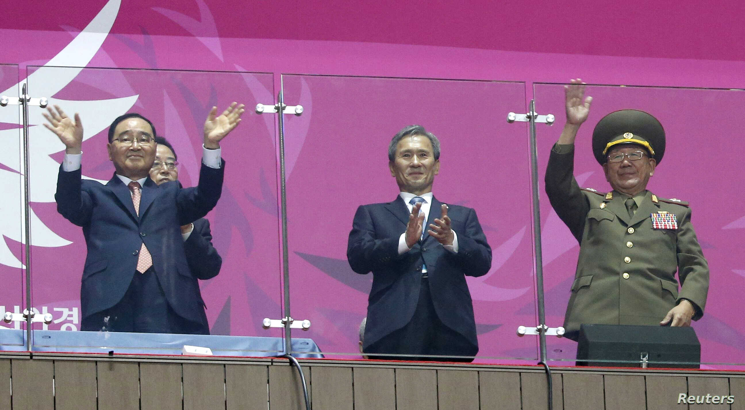 South Korea's Prime Minister Jung Hong-won (L), former South Korean minister for national defense Kim Kwan-jin (C) and North Korea's Hwang Pyong So (R), a senior aide to North Korea's leader Kim Jong Un, attend the closing ceremony of the 17th Asian