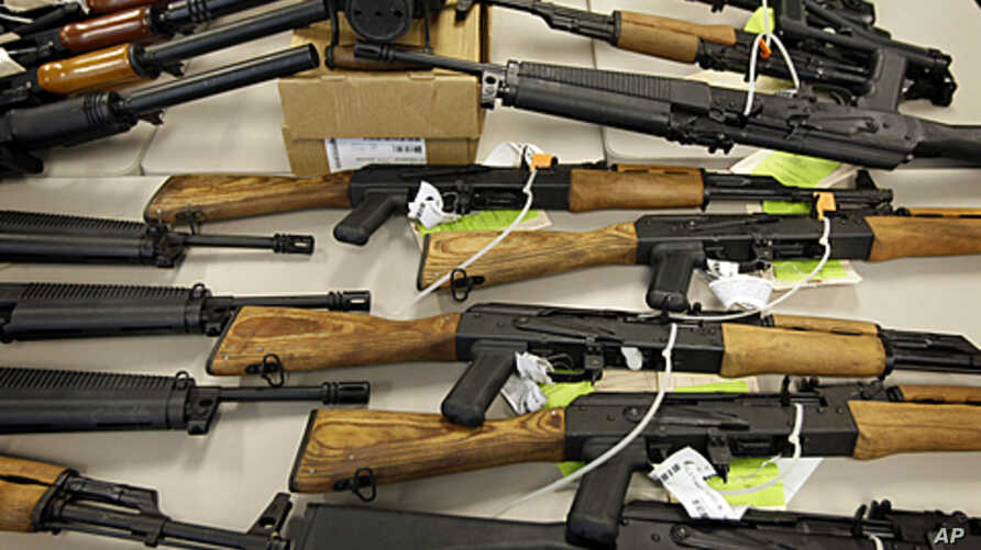 A cache of seized weapons is displayed in Phoenix, Arizona, Jan 25, 2011 (file photo)
