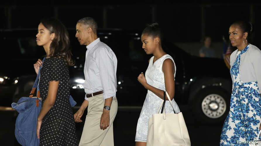 U.S. President Barack Obama and his family, First Lady Michelle Obama (R) with daughters Malia (L) and Sasha arrive for their annual Christmas and New Year vacation in Honolulu, Hawaii December 19, 2014.