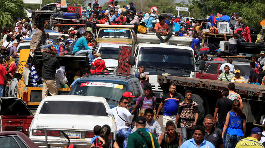 Venezuelans line up to cross into Colombia at the border in Paraguachon, Colombia, February 16, 2018.