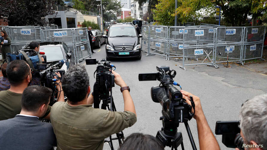 A vehicle with a diplomatic registration plate leaves from Saudi Arabia's consulate in Istanbul, Turkey, Oct. 31, 2018.
