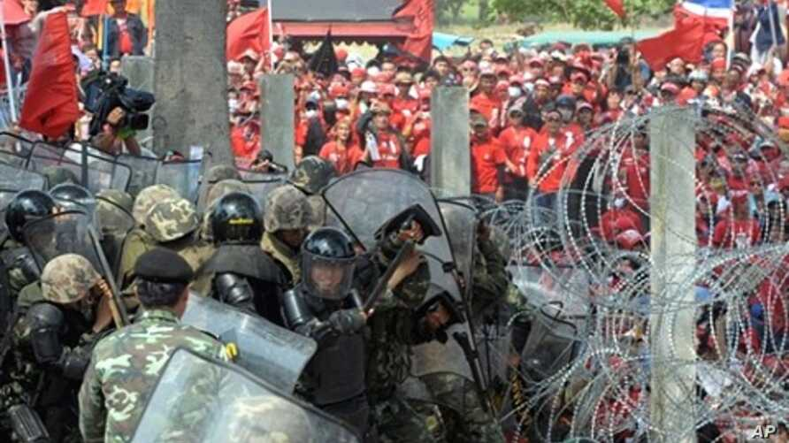 Red Shirt protesters clash with security forces in Bangkok, 09 Apr 2010