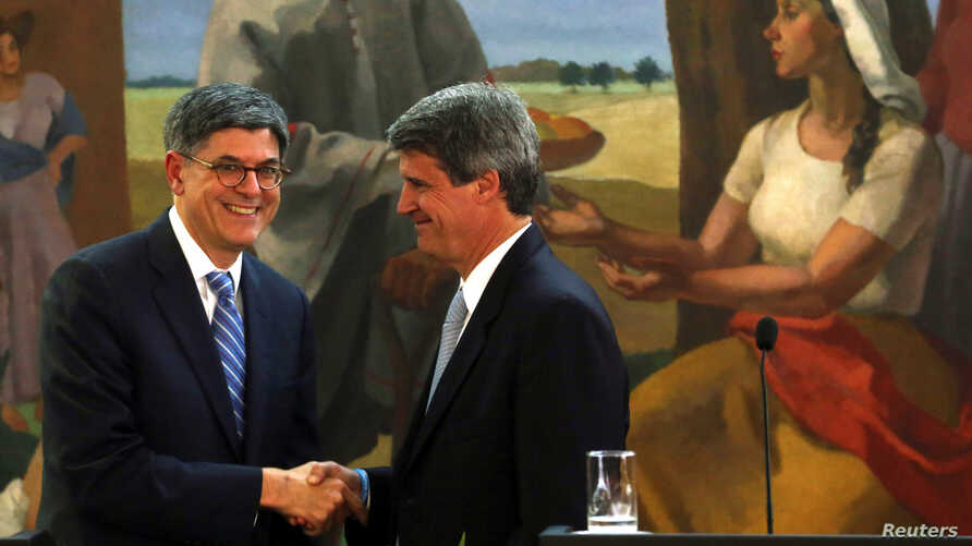 Argentine Finance Minister Alfonso Prat-Gay and U.S. Treasury Secretary Jack Lew shake hands after giving a joint statement in Buenos Aires, Argentina, Sept. 26, 2016.