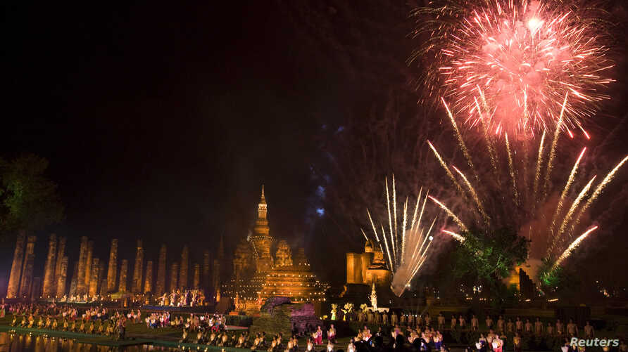 Fireworks light the sky over Wat Mahathat in celebration of the annual Loy Krathong festival in Thailand's Sukhothai Province, Nov. 12, 2008. Northern Thai airports have canceled flights this year due to lantern risks.