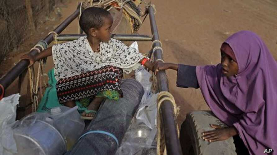 A child sit on a donkey cart after they were handed food at a World Food Program compound in a displacement camp in Dadaab, Kenya. (file photo)