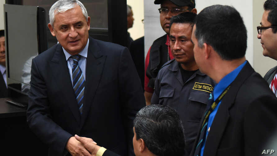 Guatemalan ex-President Otto Perez (L) arrives to a hearing at a court in Guatemala City, Sept. 4, 2015.