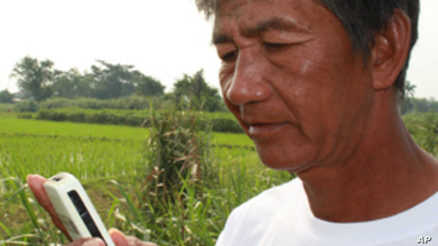 A farmer in the Philippines will soon receive advice on how to increase his rice field's productivity on his mobile phone. AppBridge hopes to expand the concept to help the poor receive education or skills training.