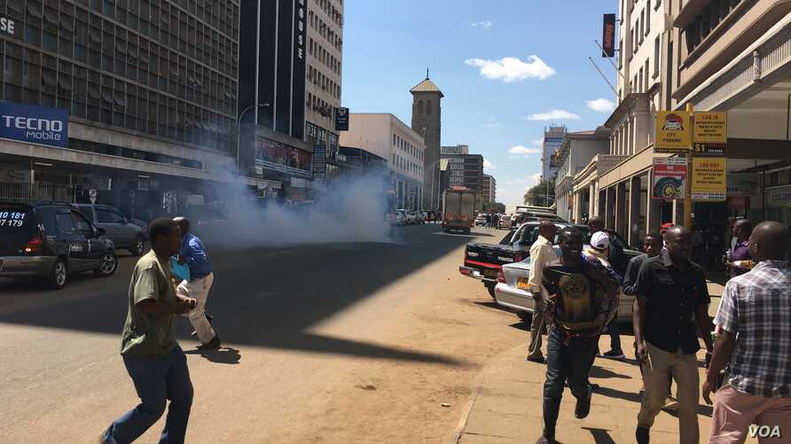 The use of teargas by police has become common in the streets of Harare as the wave of protests which began in early July continues. (Photo: Columbus Mavhunga for VOA)