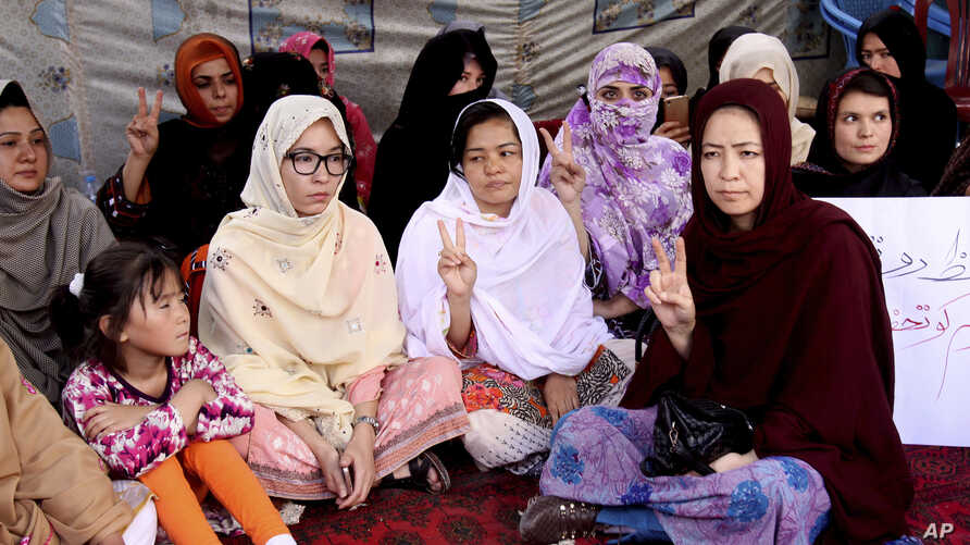 Pakistani lawyer Jalila Haider, center, from Hazara Shiite minority community participates in a hunger strike with others at a camp in Quetta, April 30, 2018.
