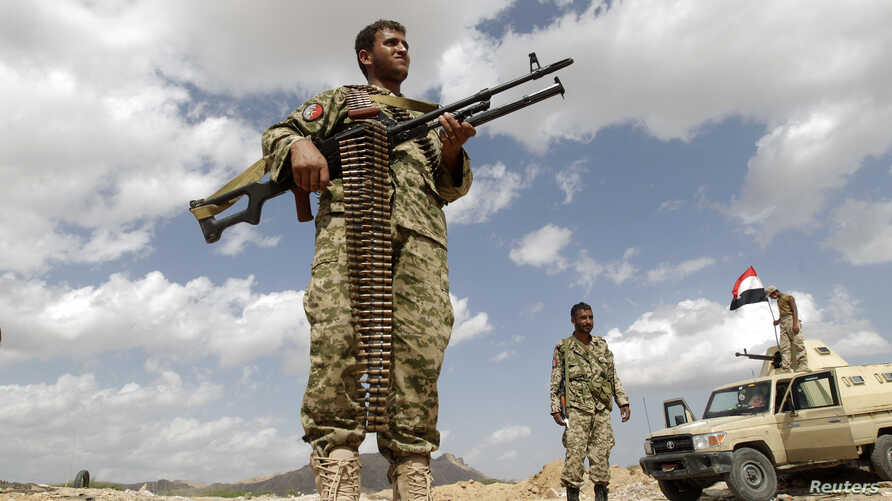 Army soldiers man a checkpoint in al-Mahfad, in the southern Yemeni province of Abyan, May 23, 2014.
