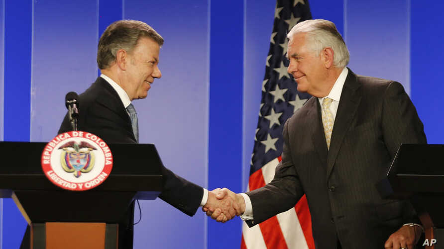 Colombia's President Juan Manuel Santos, left, shakes hands with U.S. Secretary of State Rex Tillerson during a joint press conference after a meeting at the presidential palace in Bogota, Colombia, Tuesday, Feb. 6, 2018.