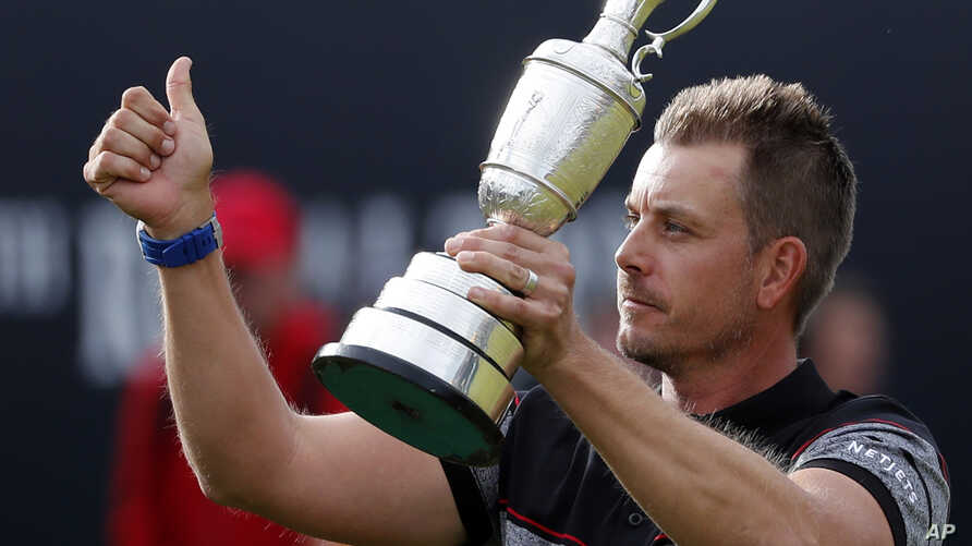 Henrik Stenson of Sweden holds up the trophy to the crowd after winning the British Open Golf Championships at the Royal Troon Golf Club in Troon, Scotland, July 17, 2016.