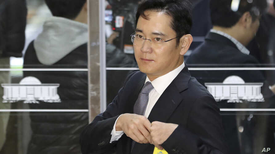 FILE - Lee Jae-yong, a vice chairman of Samsung Electronics Co., arrives for a hearing at the National Assembly in Seoul, South Korea, Tuesday, Dec, 6, 2016.