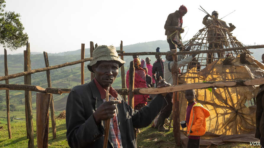 Evicted people build a house outside the protected Maasai Mau Forest in Kenya. Settlers in the forest say they paid for what they thought were legal titles to the land, but in many cases they were phony documents.