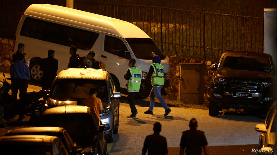 Police arrive at former prime minister Najib Razak's residence in Kuala Lumpur, Malaysia, May 16, 2018.