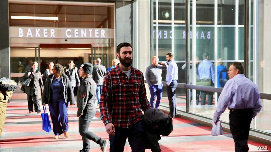 Local business owner Brad Rohles walks to work across the Minneapolis Skyway. Rohles estimates the Skyway allows him to spend just a few minutes outside in the harsh winter weather, while still maintaining an active lifestyle. (B. Allen/VOA)