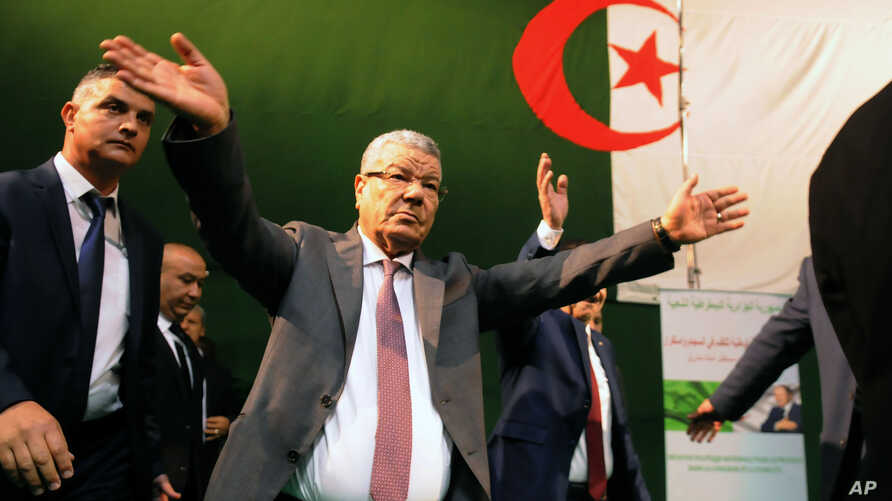 Governing FLN party chief Amar Saadani waves to supporters during a rally held in Algiers, Algeria, March 30, 2016.