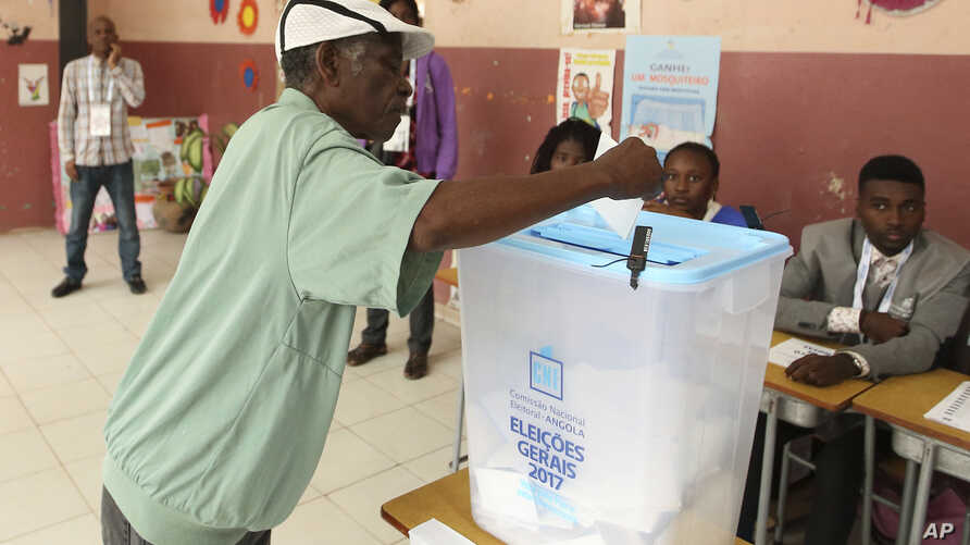 A voter casts his vote in elections in Luanda, Angola, Aug. 23, 2017.