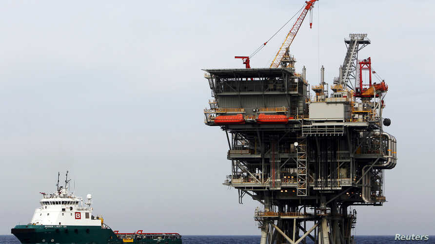[÷/ُ - An Israeli gas platform, controlled by a U.S.-Israeli energy group, is seen in the Mediterranean sea west of Israel's port city of Ashdod February 25, 2013.