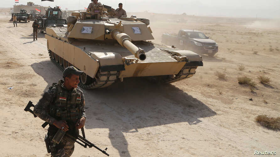 Iraqi security forces advance in Qayara, south of Mosul, to attack Islamic State militants in Mosul, Iraq, Oct. 18, 2016.
