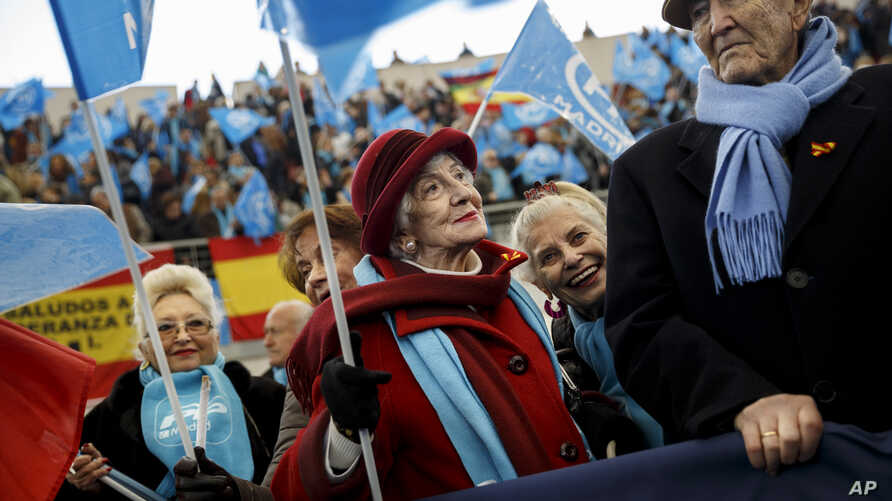 Supporters of the Popular Party wait for the arrival of the leader Mariano Rajoy during an electoral campaign meeting, Dec. 13, 2015.