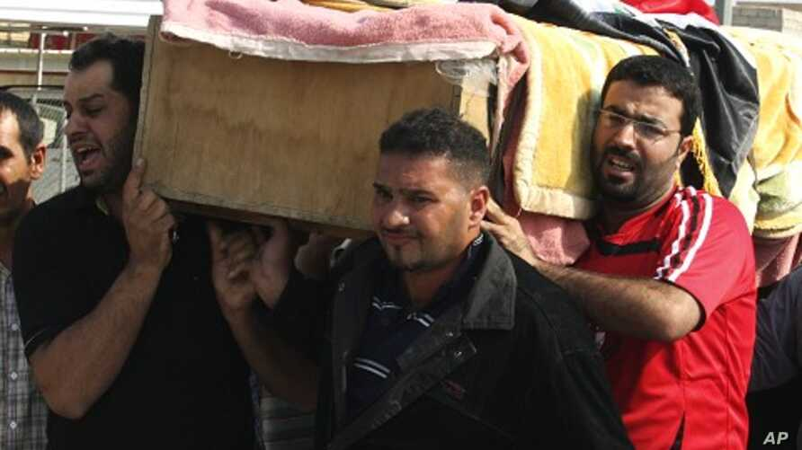 Residents carry a coffin during a funeral for a bomb attack victim in Baghdad's Ur district October 28, 2011.